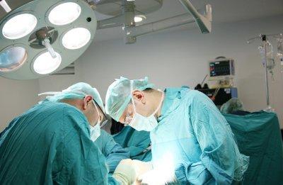 Ernia ombelicale : cause e chirurgia