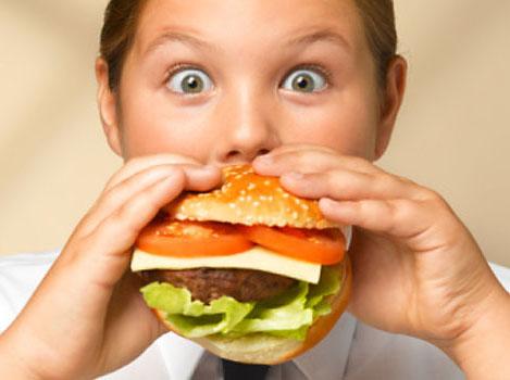 L'obesità infantile: cause, fattori di rischio e possibili rimedi